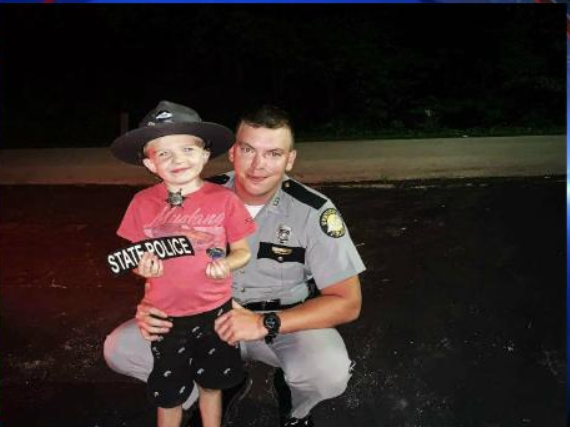 Kentucky trooper makes kids day